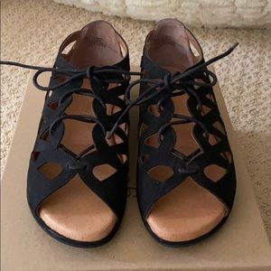 Kenneth Cole Gentle soles sandals size 7.5